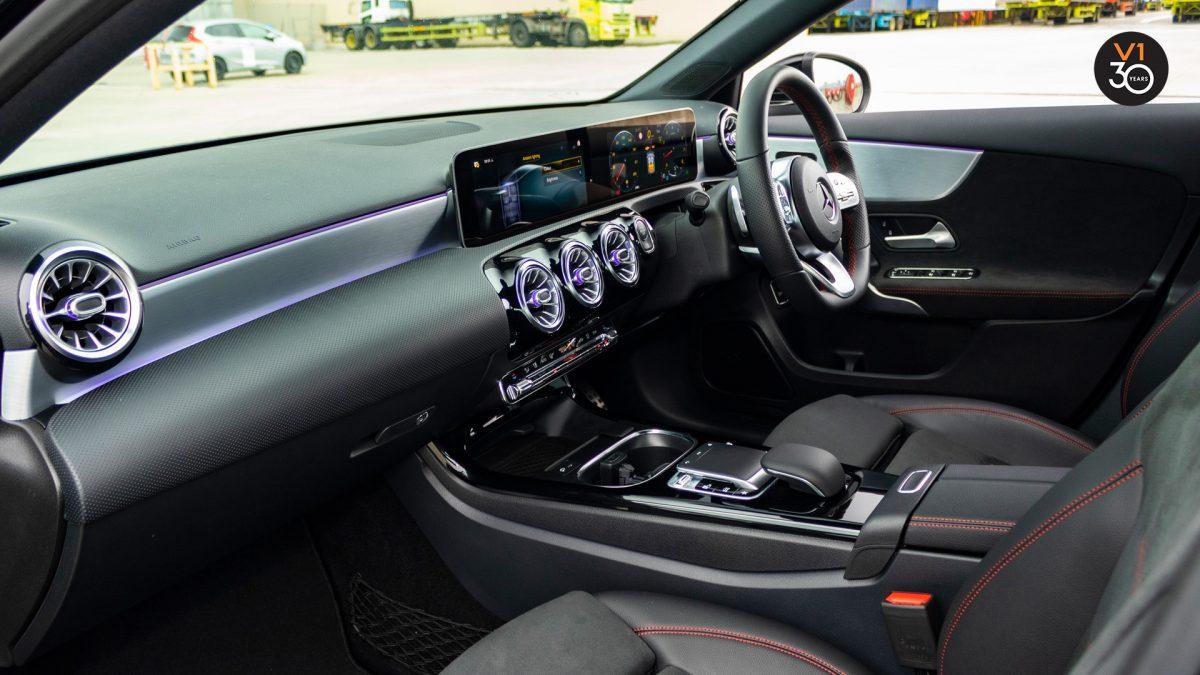 Mercedes-Benz A200 Saloon AMG Premium - Dashboard