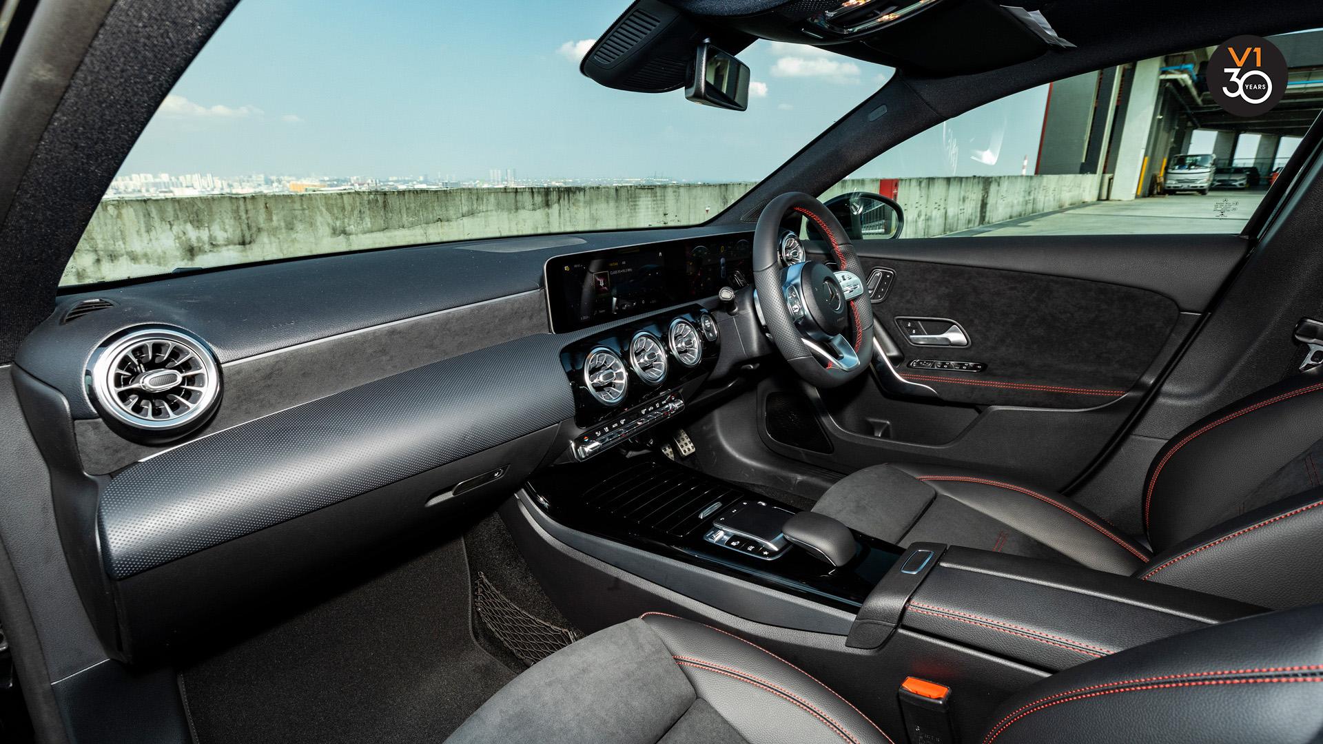 Mercedes-Benz A200 Saloon AMG Premium Plus - Dashboard