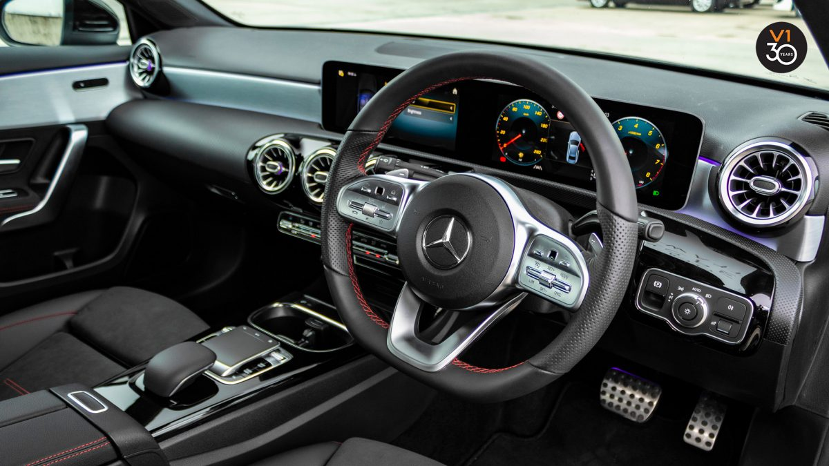 Mercedes-Benz A200 Saloon AMG Premium - Steering Wheel 2