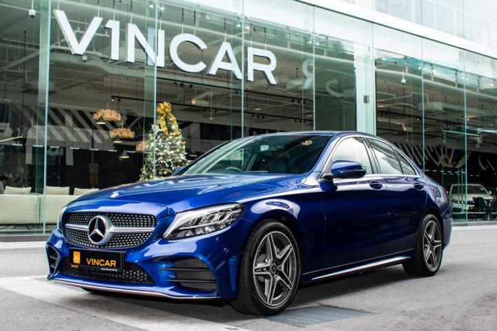 Mercedes-Benz C200 Saloon AMG Luxury - Side profile