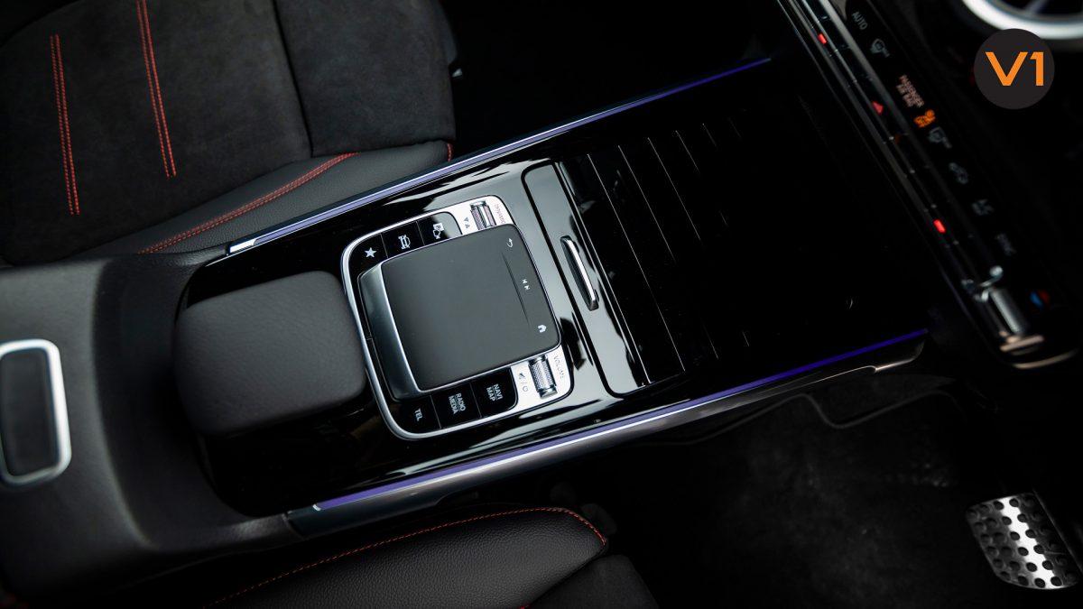 Mercedes-Benz GLB200 AMG Line Premium - Touch Center Console