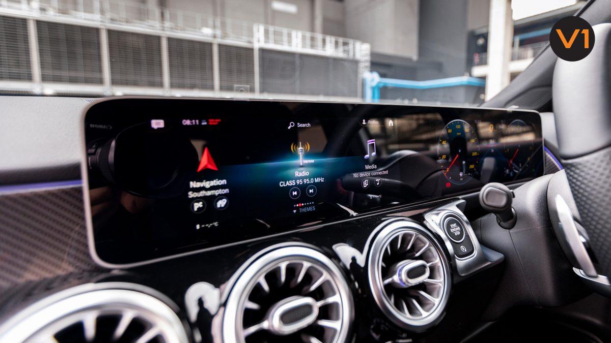 Mercedes-Benz GLB200 AMG Line Premium - Wide Screen