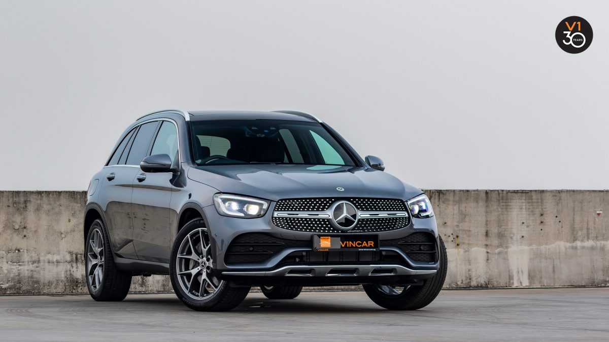 Mercedes-Benz GLC300 4MATIC AMG Premium Plus - Front Angle