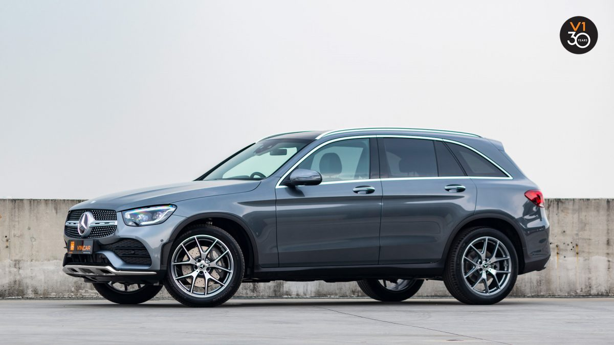 Mercedes-Benz GLC300 4MATIC AMG Premium Plus - Side Profile