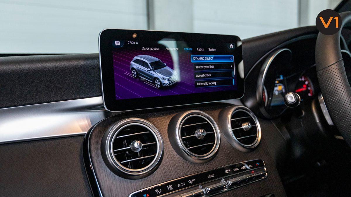 Mercedes-Benz GLC300 SUV 4MATIC AMG LINE - Screen