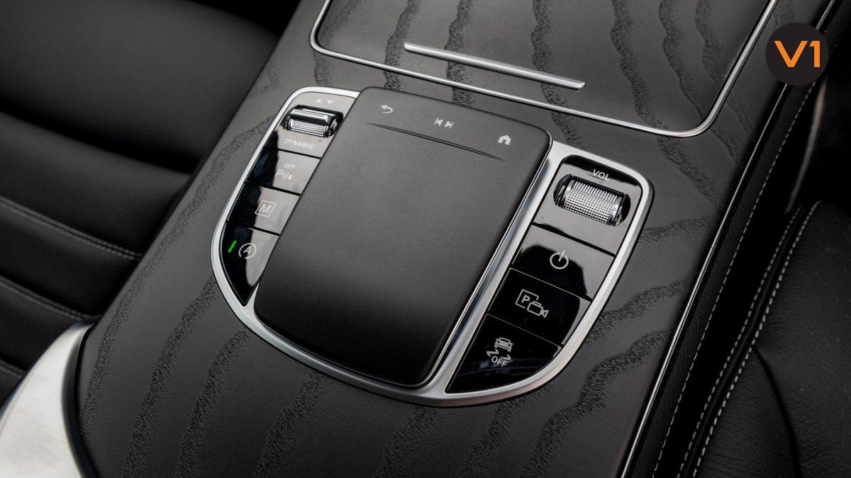 Mercedes GLC300 Coupe 4MATIC AMG Premium Plus - Center Console