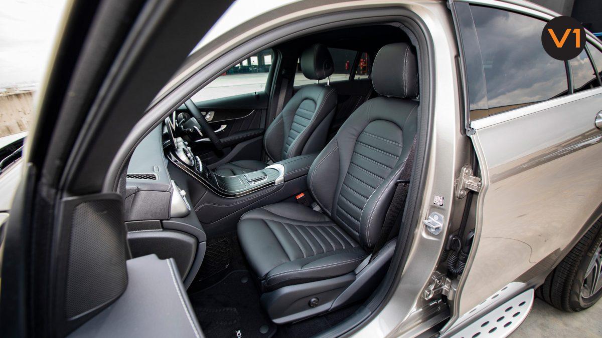 Mercedes GLC300 Coupe 4MATIC AMG Premium Plus - Front Seats