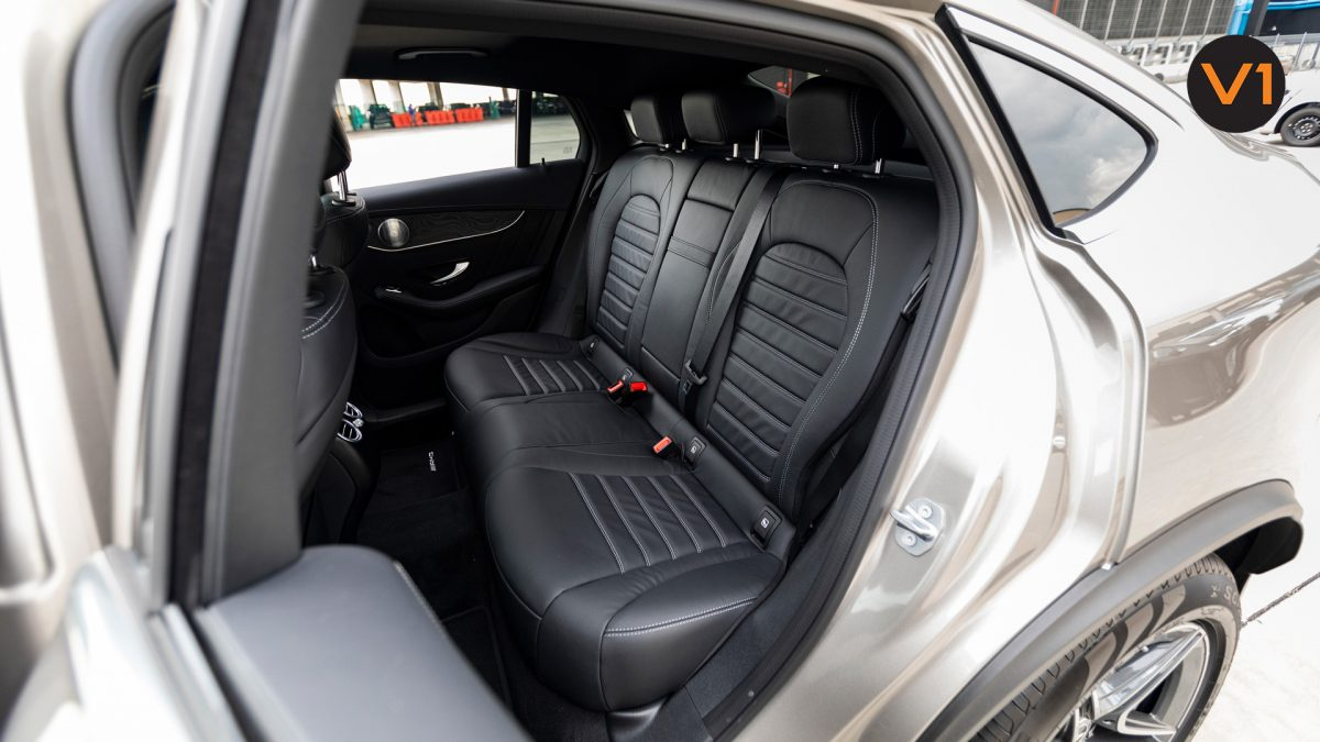 Mercedes GLC300 Coupe 4MATIC AMG Premium Plus - Passenger Seats