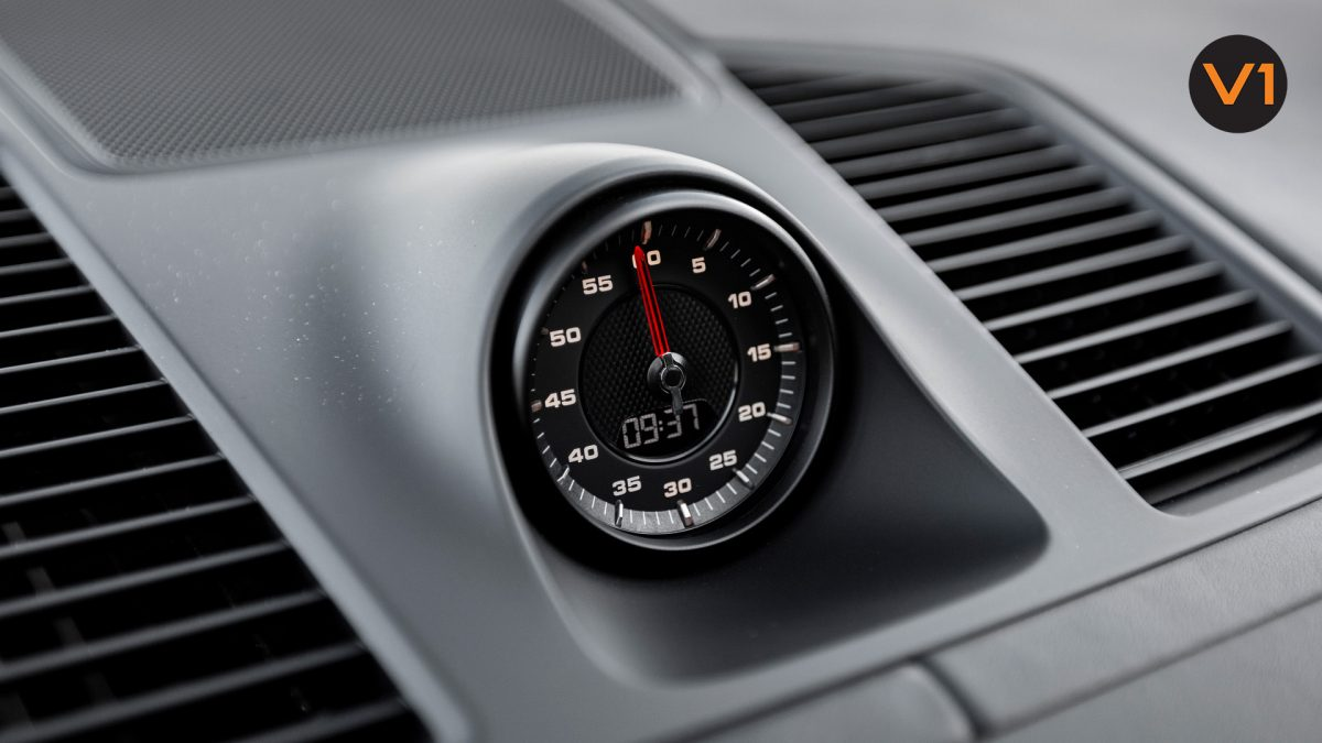 Porsche Cayenne Coupe - Clock
