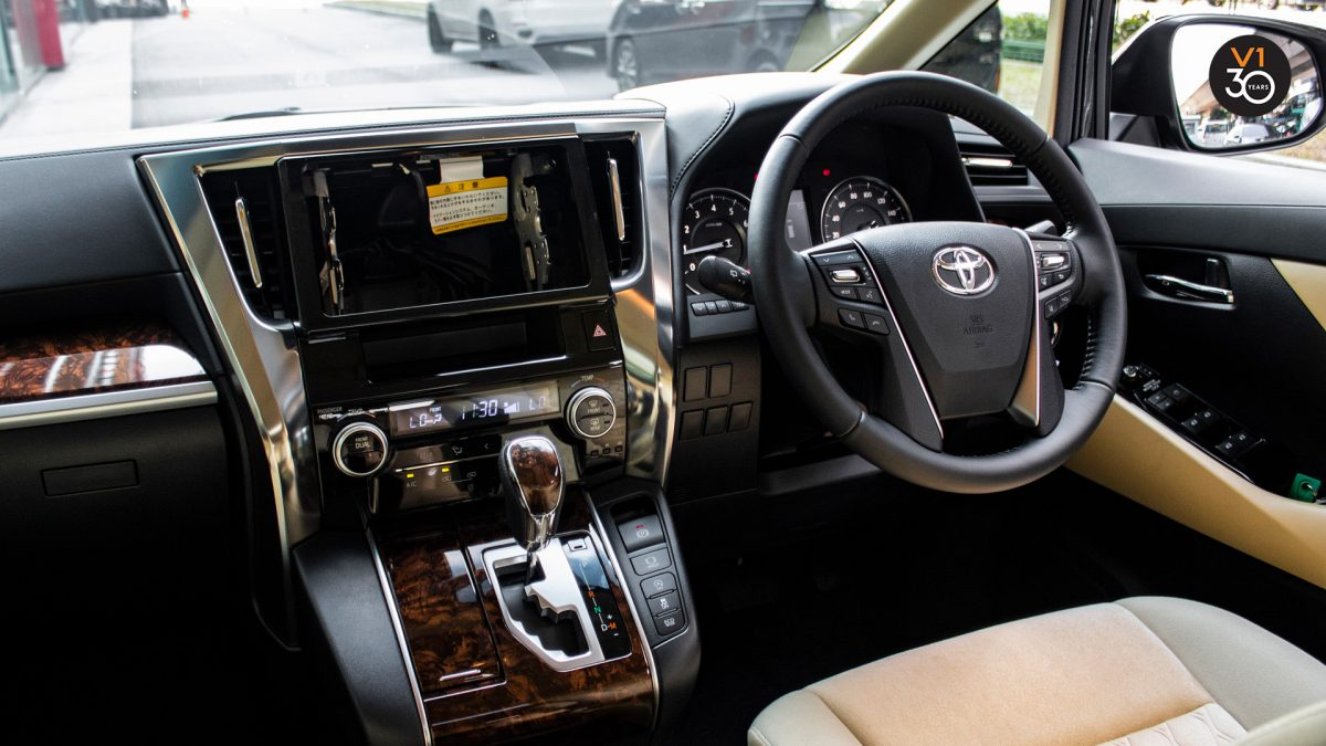 Toyota Alphard 2.5X (8 Seater) - Interior Dash