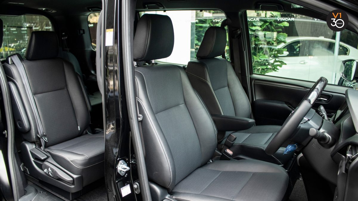 Toyota Esquire Hybrid GI - Driver Seat