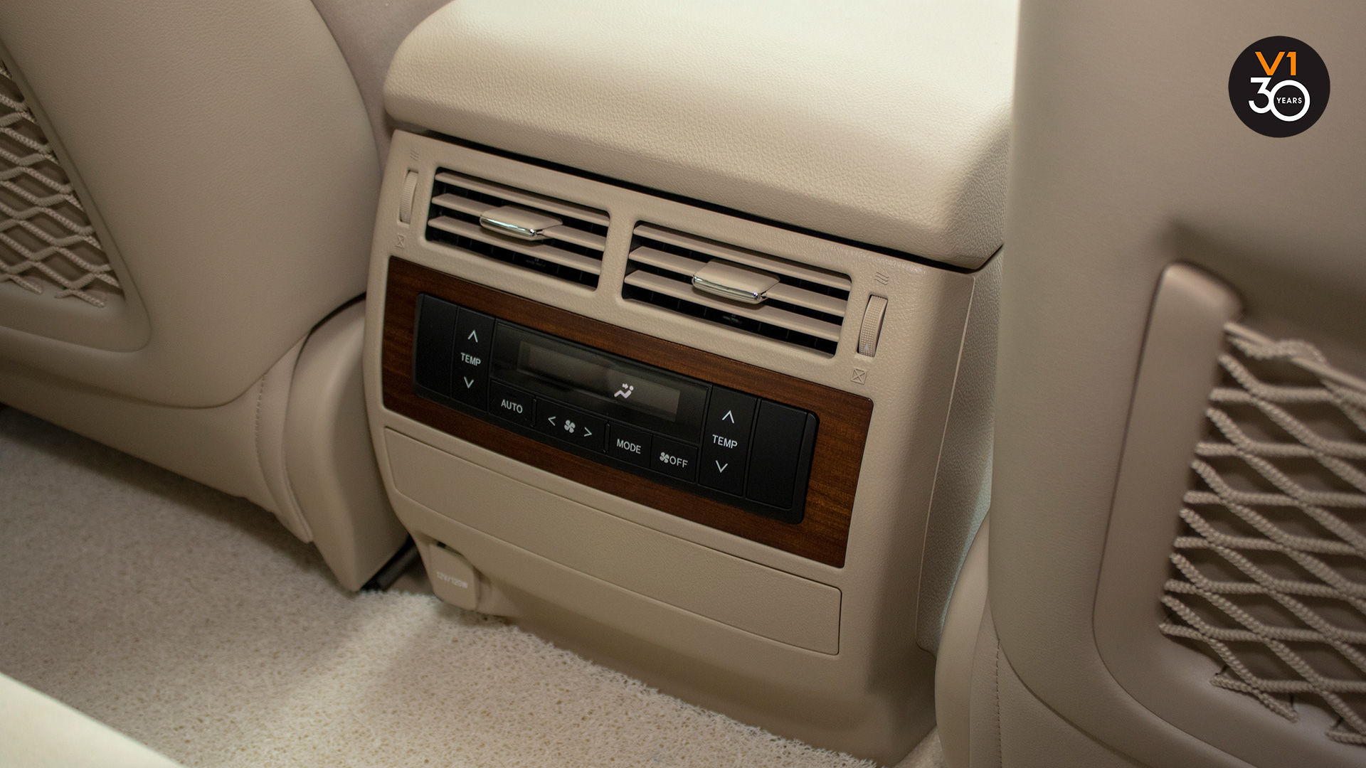 Toyota Land Cruiser 4.6 AXG (8-Seater) - Air Conditioning System