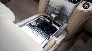 Toyota Land Cruiser 4.6 AXG (8-Seater) - Center Console
