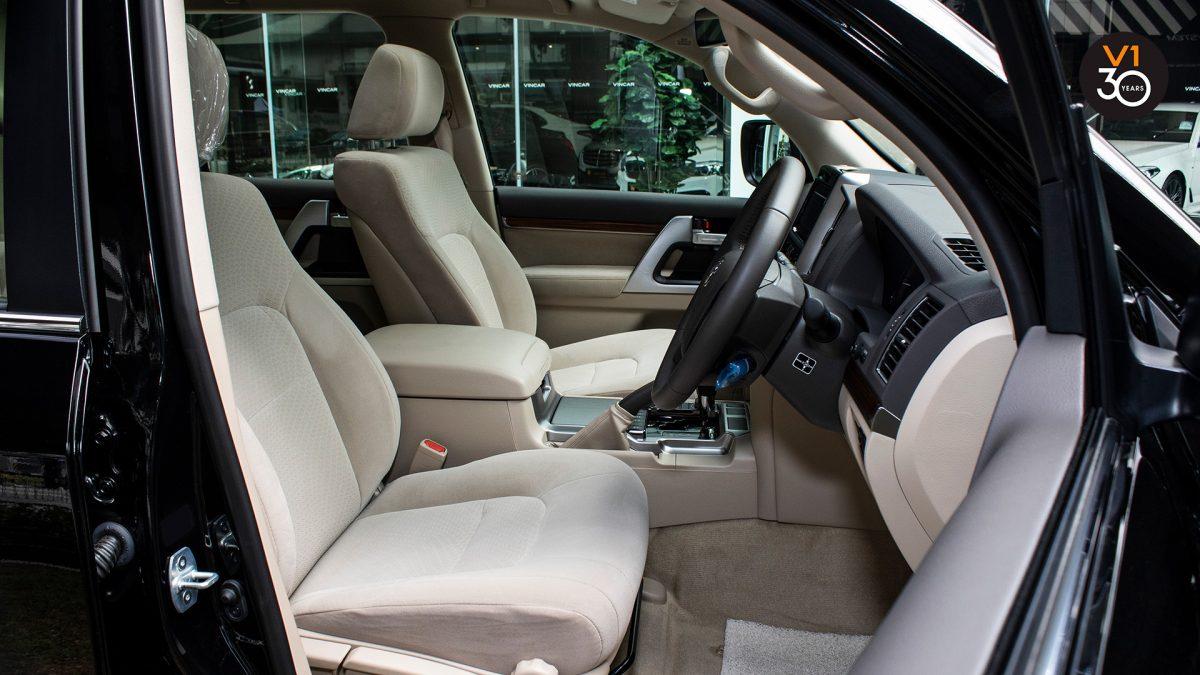 Toyota Land Cruiser 4.6 AXG (8-Seater) - Driver Seat