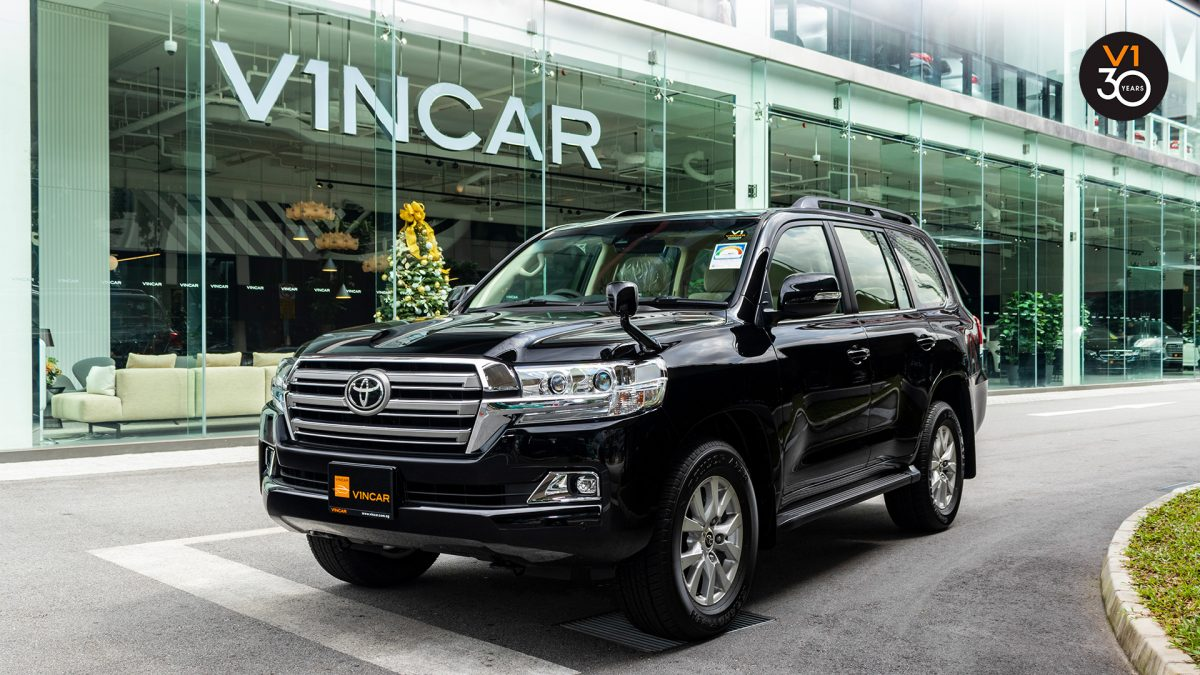 Toyota Land Cruiser 4.6 AXG (8-Seater) - Front Angle