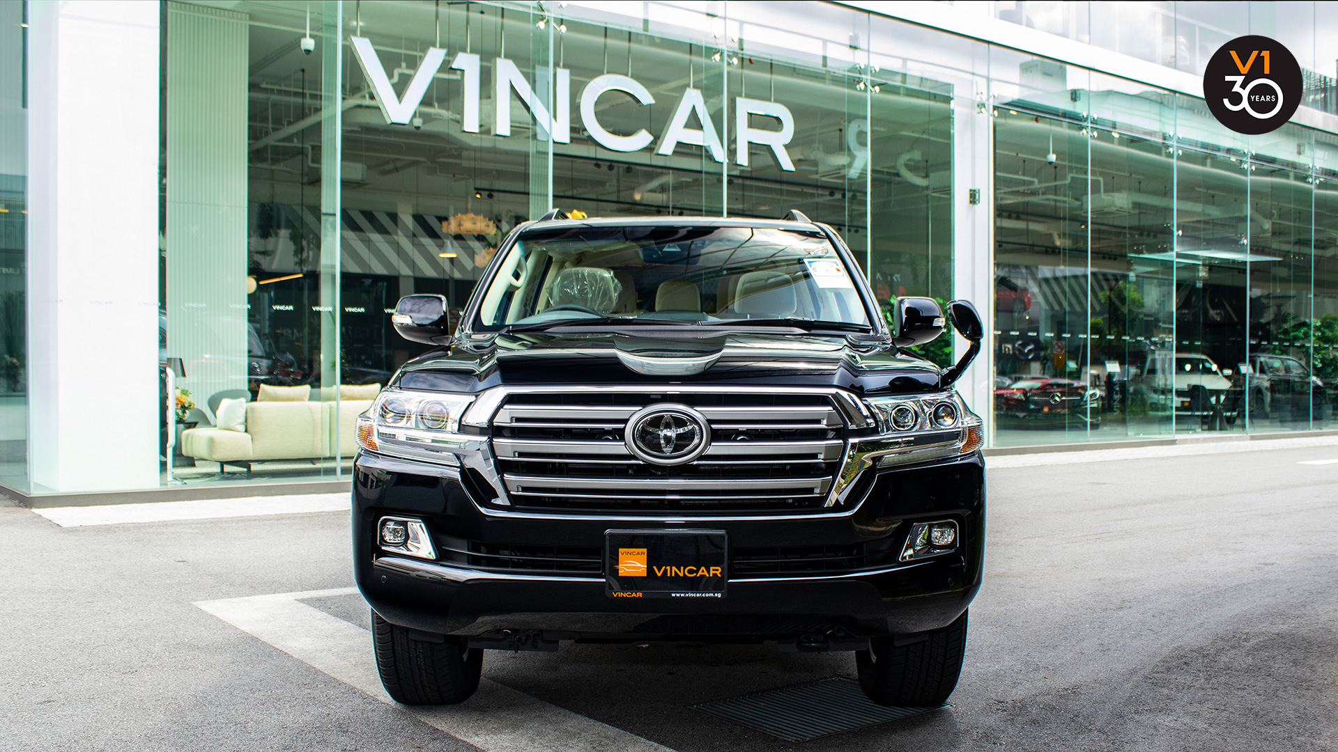 Toyota Land Cruiser 4.6 AXG (8-Seater) - Front