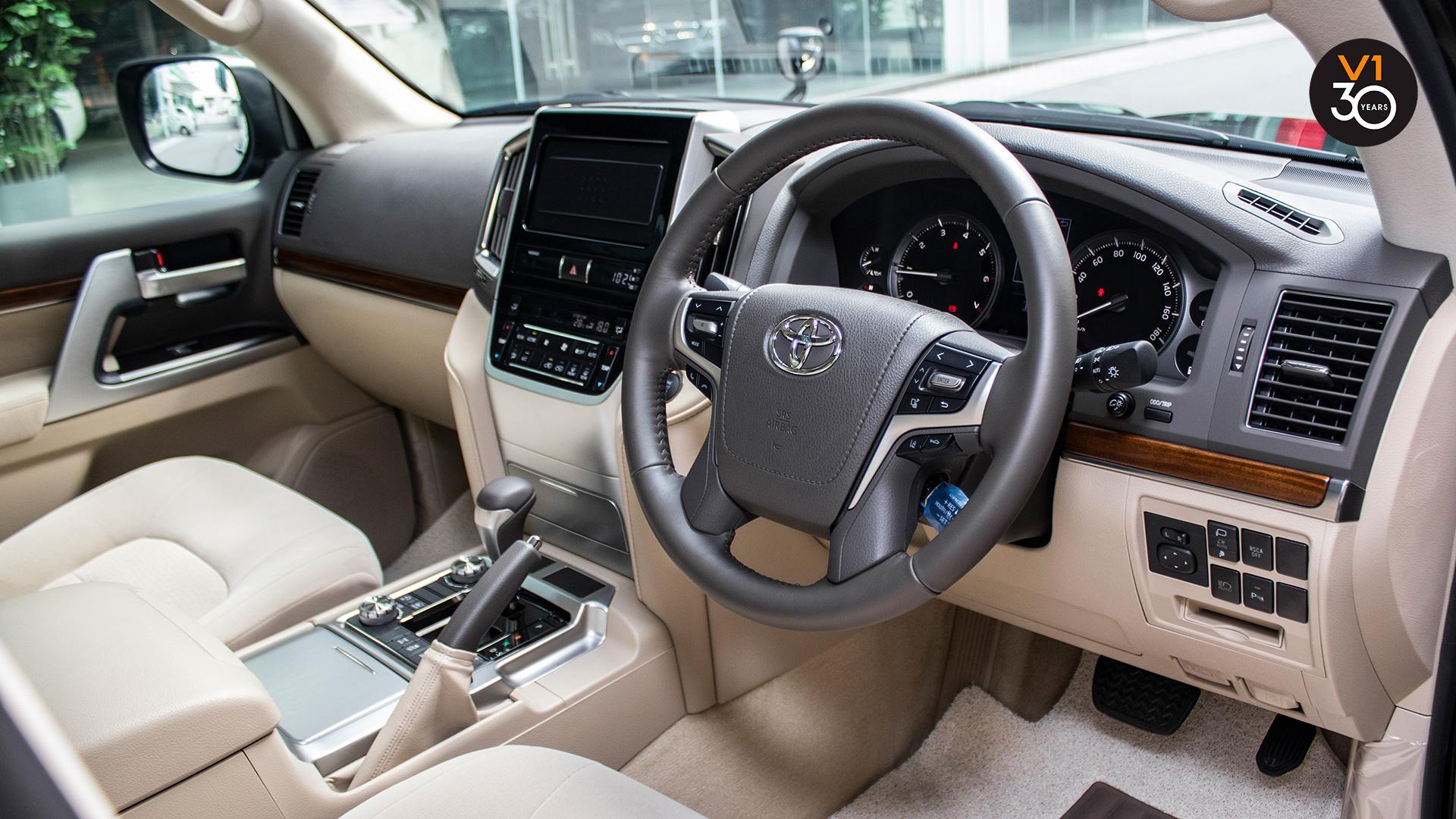 Toyota Land Cruiser 4.6 AXG (8-Seater) - Interior Dash