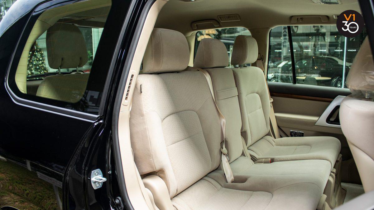 Toyota Land Cruiser 4.6 AXG (8-Seater) - Rear Seat