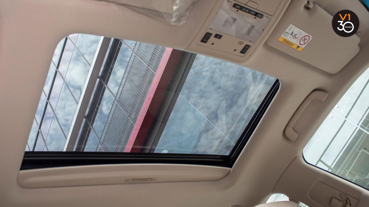 Toyota Land Cruiser 4.6 AXG (8-Seater) - Sunroof
