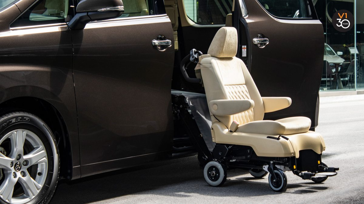 Toyota Vellfire 2.5X Welcab - Detachable Chair