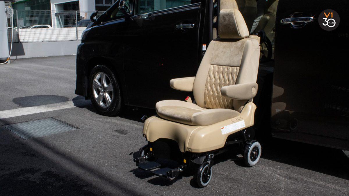 Toyota Vellfire 2.5X Welcab - Detachable Manual Chair 2