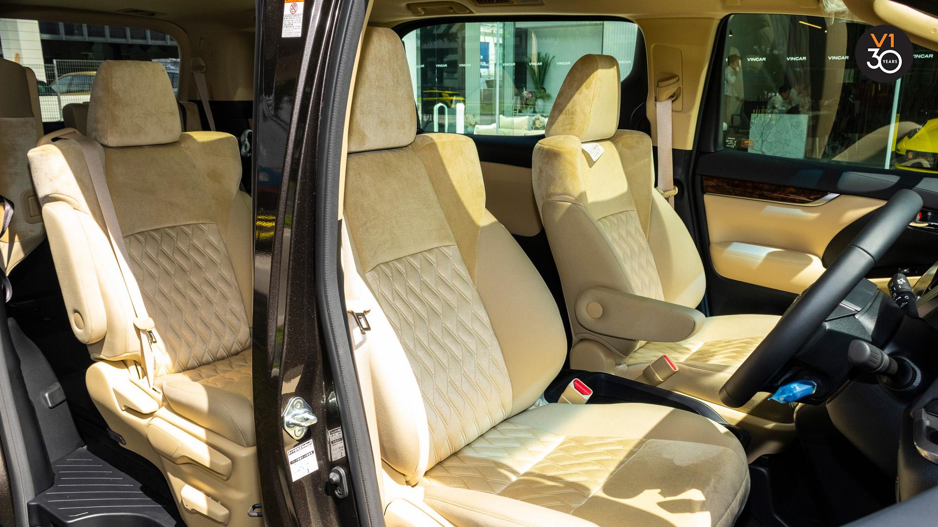 Toyota Vellfire 2.5X Welcab - Driver Seat Angle