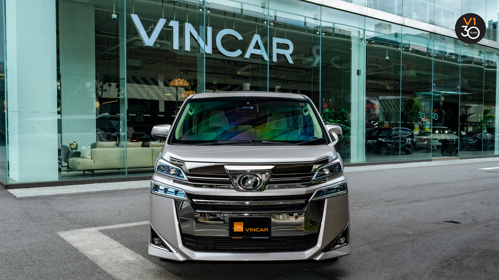 Vellfire2.5X (8 Seater) - Front