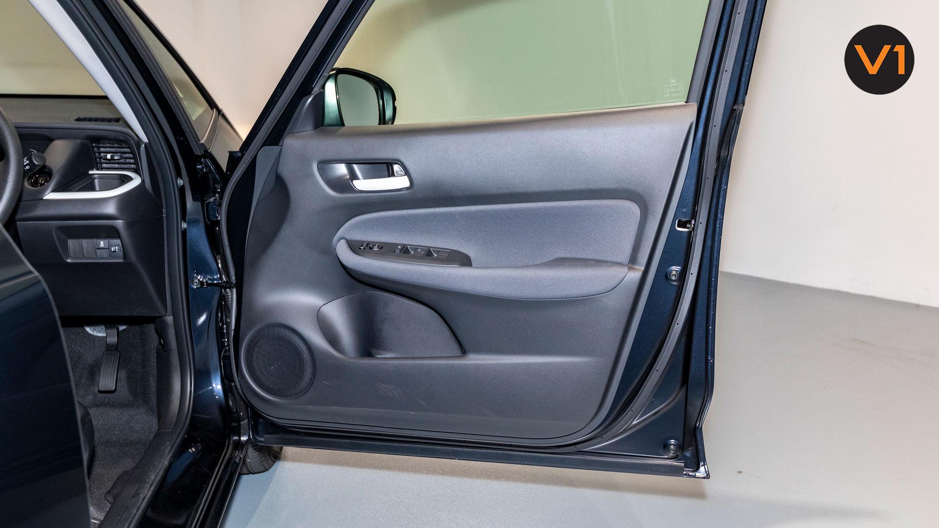 2020 Honda Fit 1.3A - Front Door