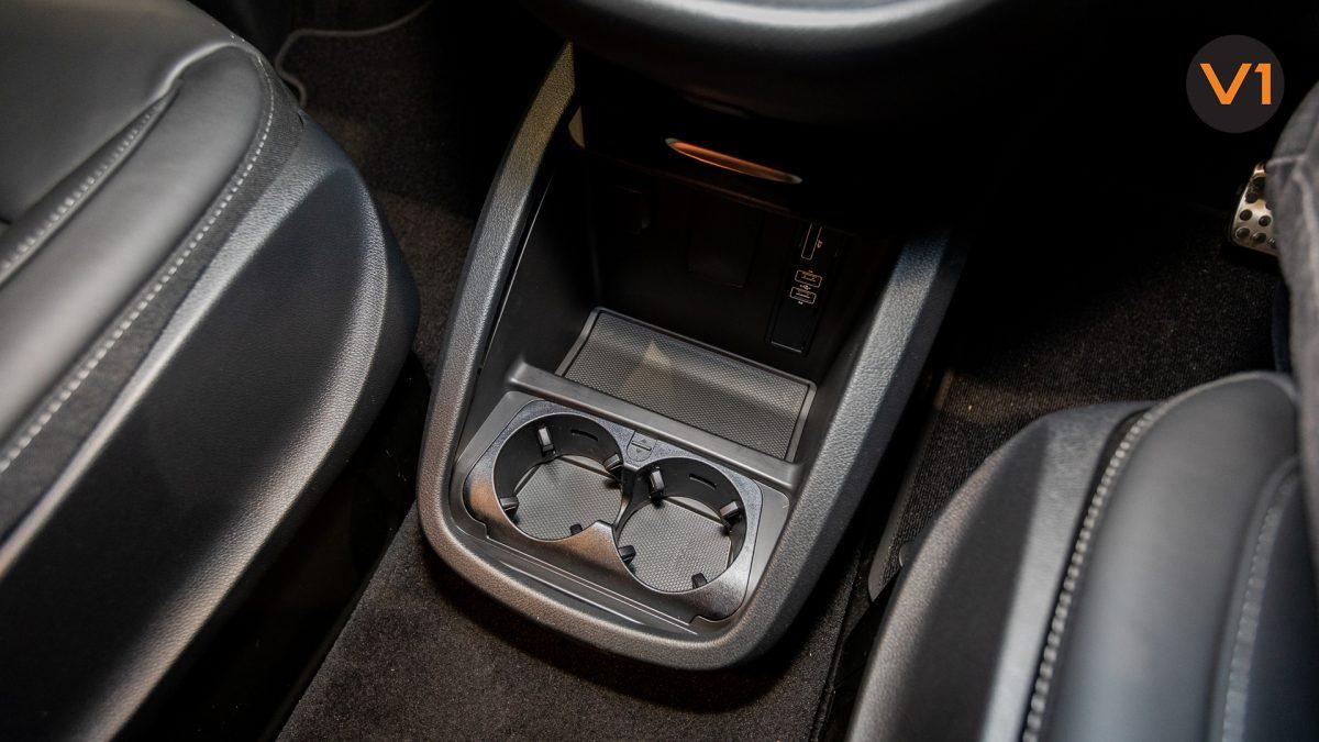 Mercedes-Benz V300D Extra Long AMG Line - Cupholder