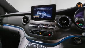 Mercedes-Benz V300D Extra Long AMG Line - Infotainment