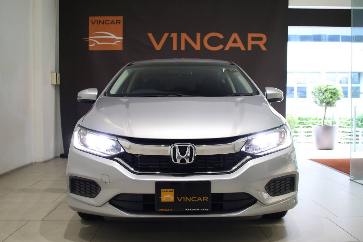 2018 Honda Grace LX Hybrid - must not be missed!