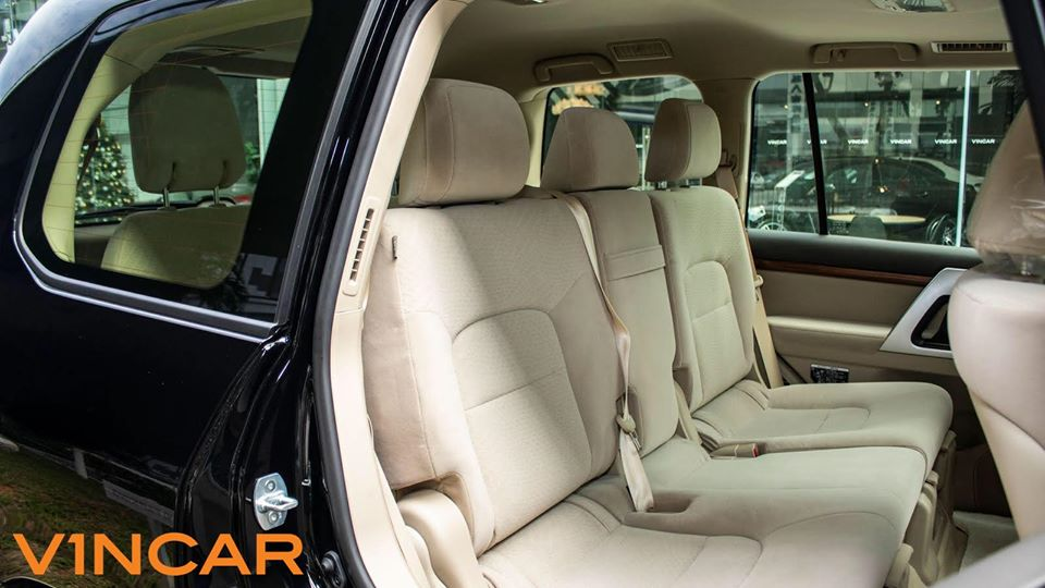 A Spacious Luxury SUV, new Toyota Land Cruiser 4.6
