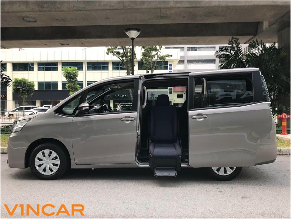 Affordability, roominess, and comfort Toyota Voxy 2.0X Welcab