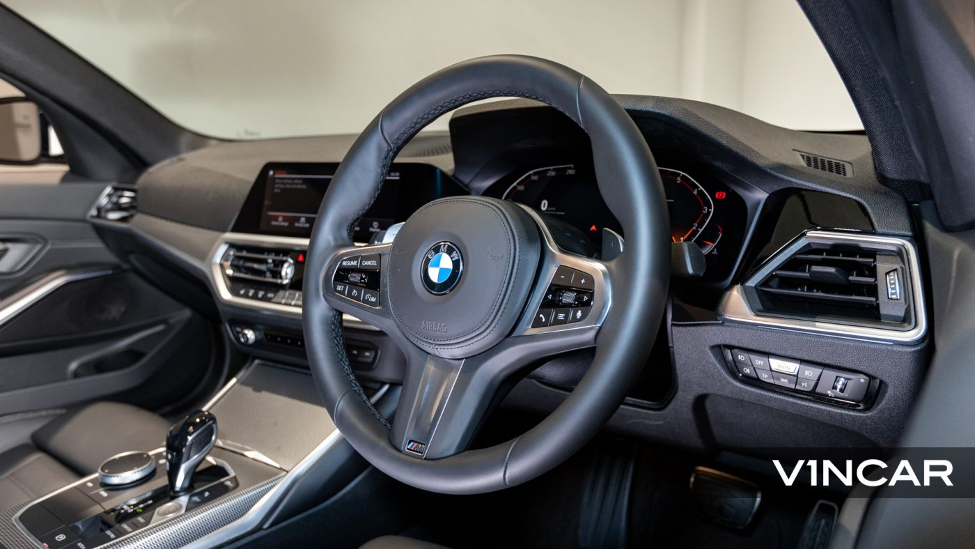 BMW 320I M SPORT SALOON-M Leather steering wheel