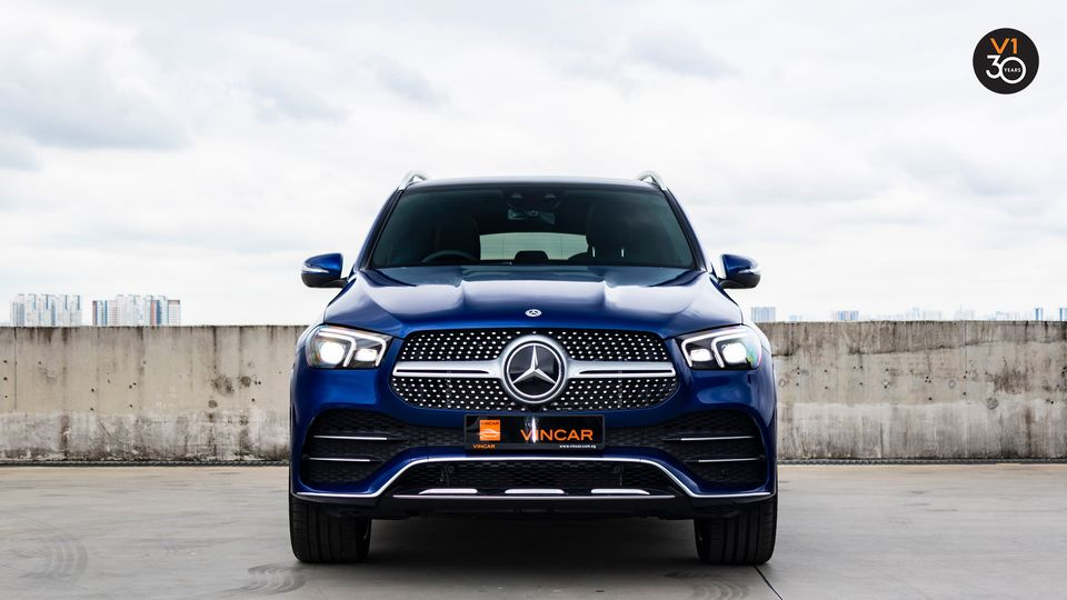 Luxury crossover Mercedes-Benz GLE-Class at VINCAR