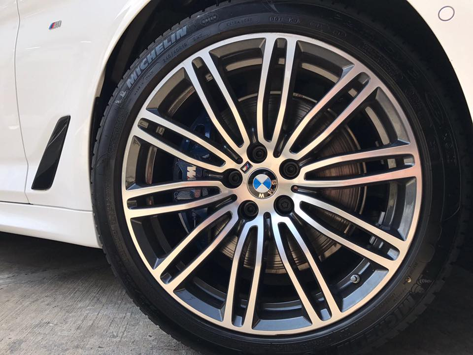 Plenty more photos of the new BMW 530i M Sport saloon and this time round, we focused on details, details and more, mouthwatering details!