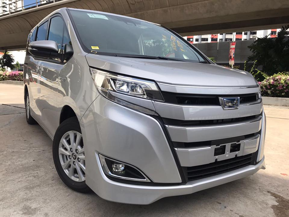 Newly facelifted Toyota Noah 1.8G Hybrid