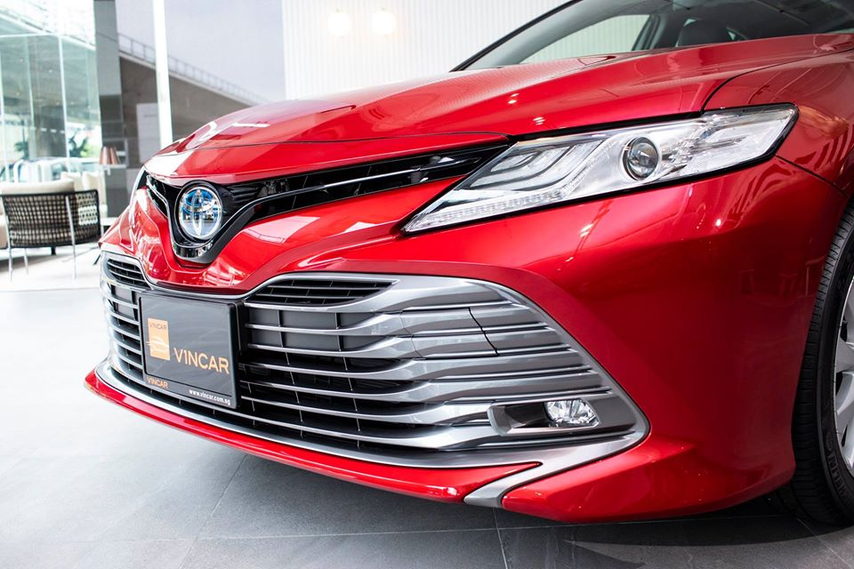 Prime time of the Toyota Camry in Emotional Red