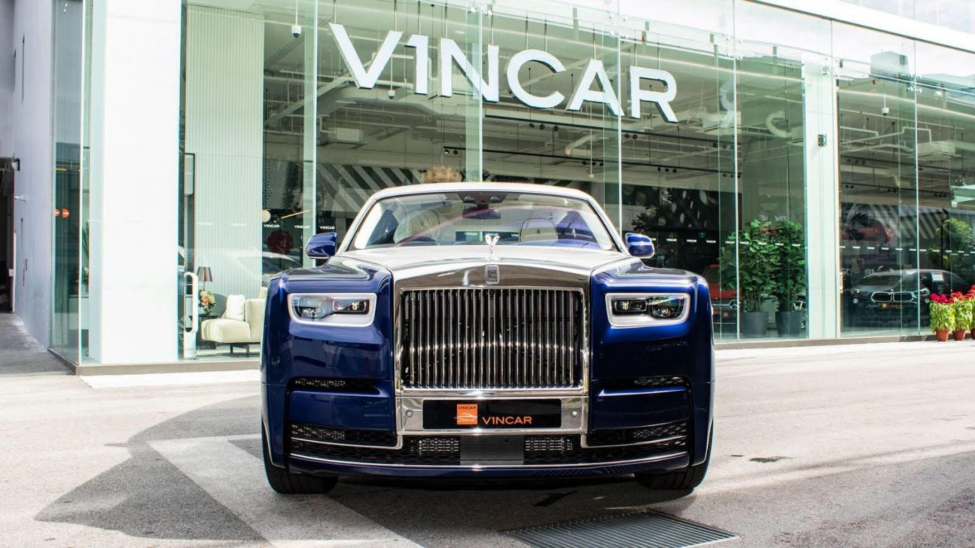 Royal blue Rolls-Royce Phantom - Front