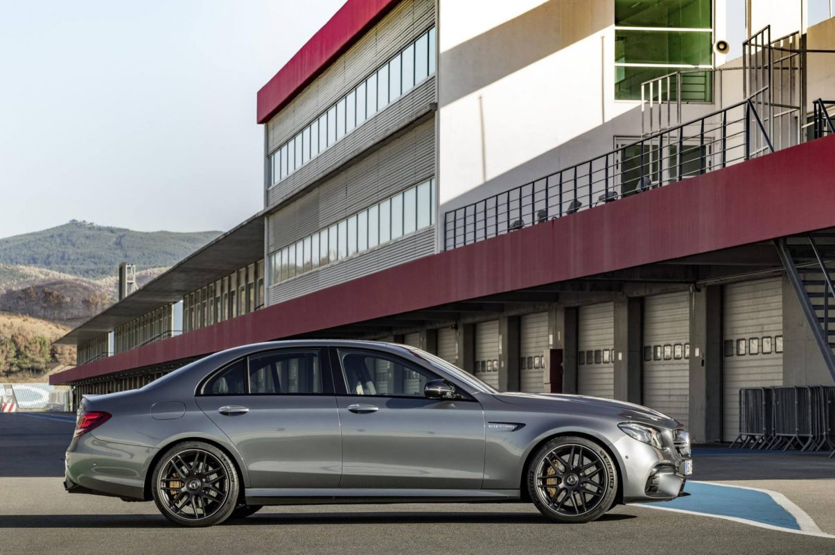 Sedan in side-view Mercedes-AMG E 63 S 4MATIC+