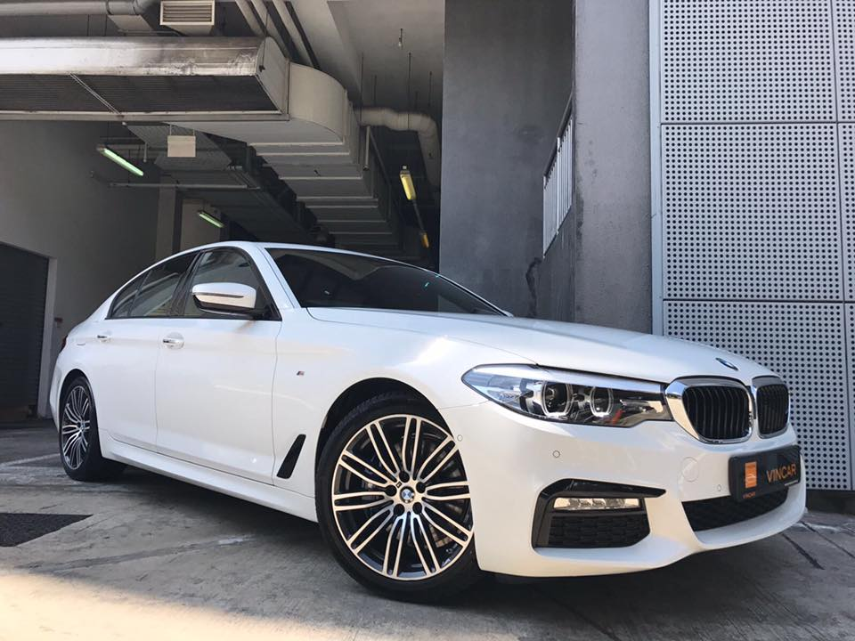 Smartphone shots of the new BMW 530i M Sport saloon