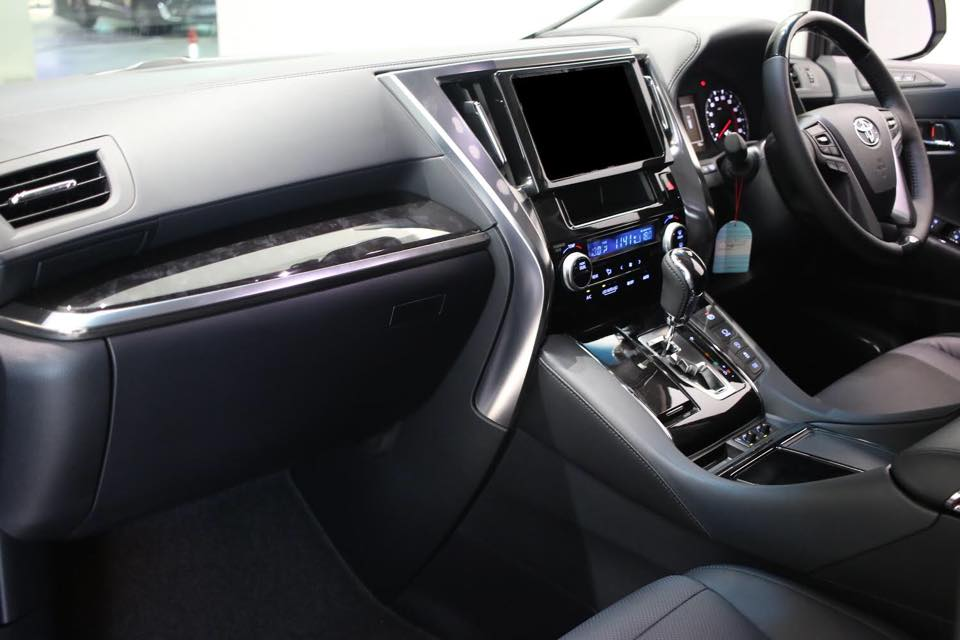 Toyota Vellfire 2.5 ZG Interior