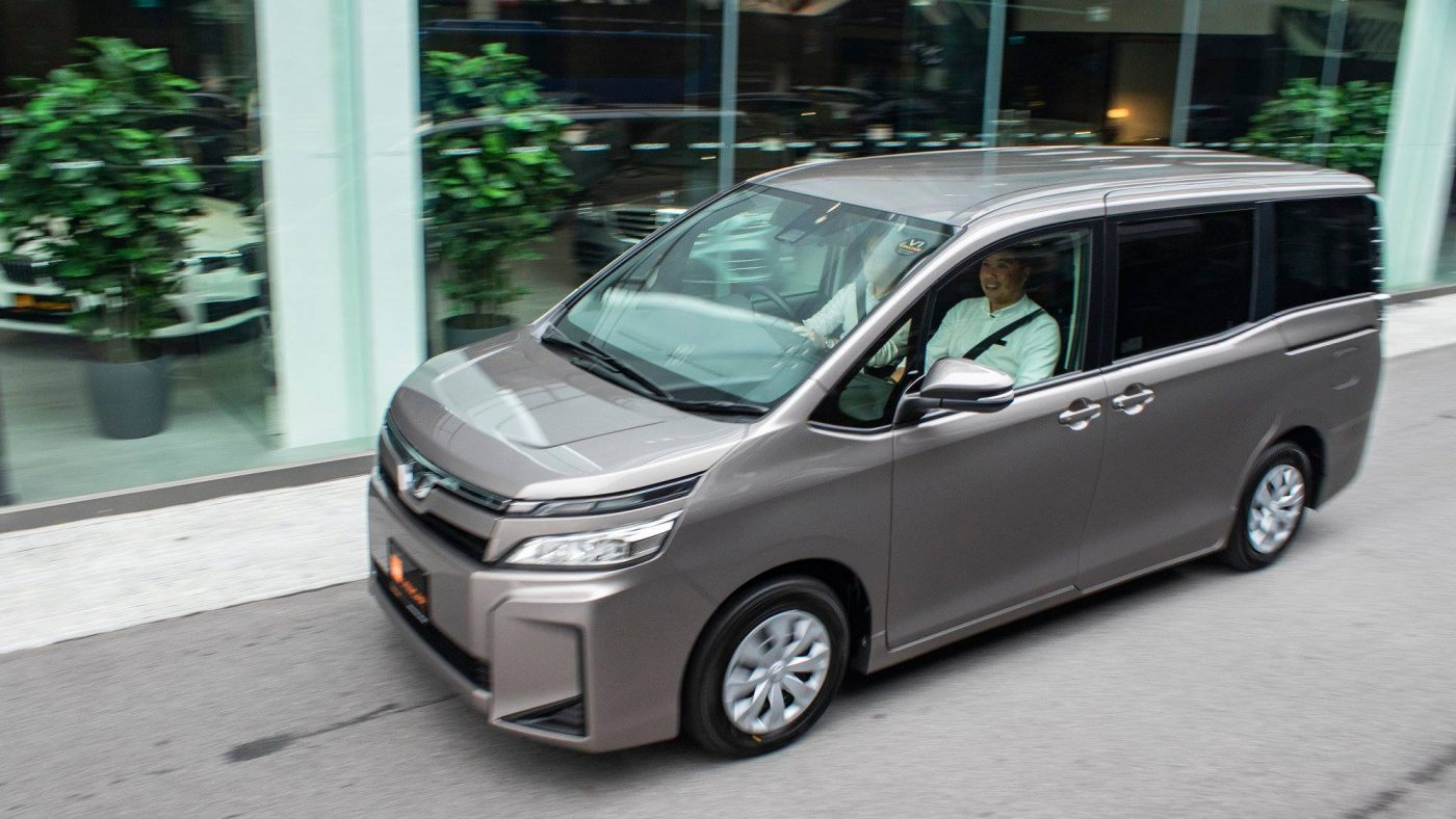 Snippet Toyota Voxy 2.0X Welcab - Side Profile