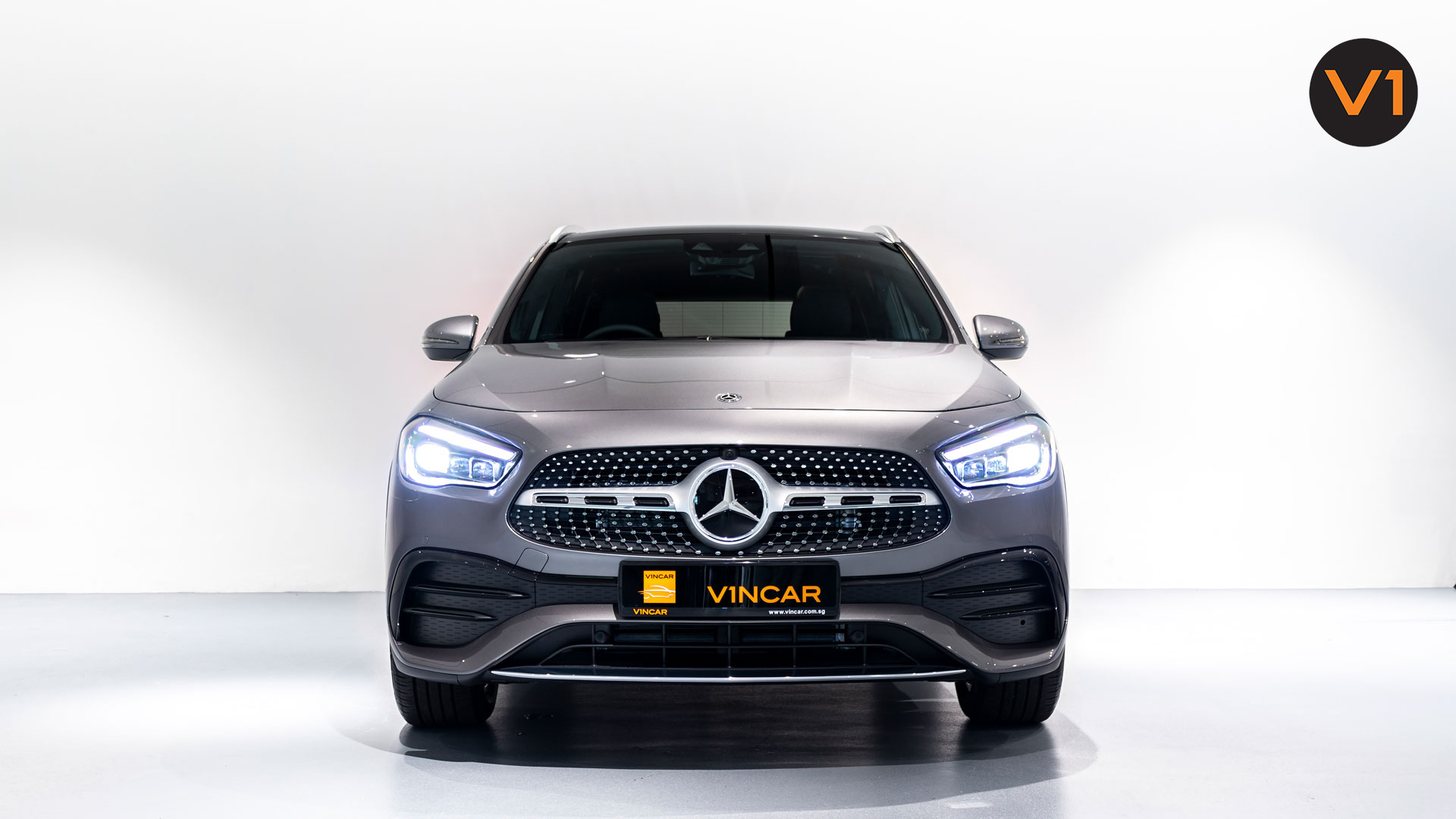 Mercedes-Benz GLA200 AMG Premium Plus - Front Direct