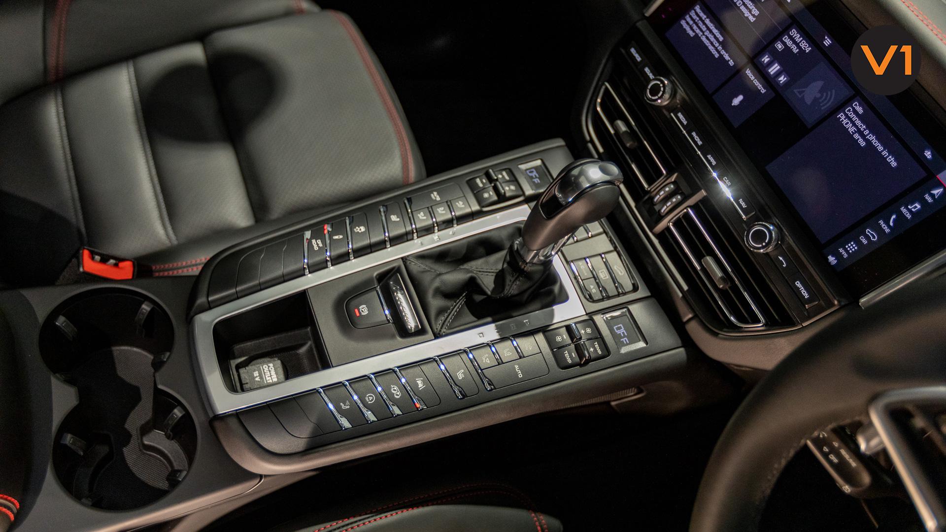 Porsche Macan GTS - Center Console