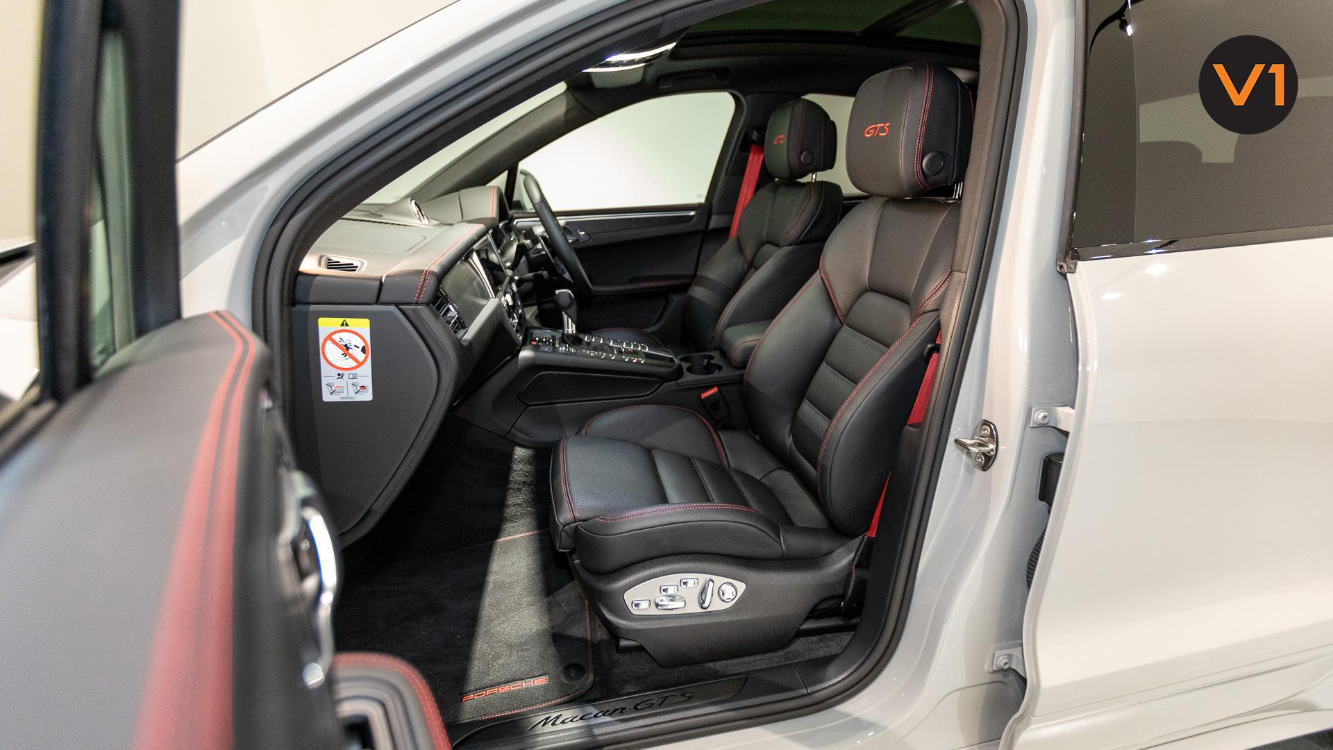 Porsche Macan GTS - Front Passenger Seat