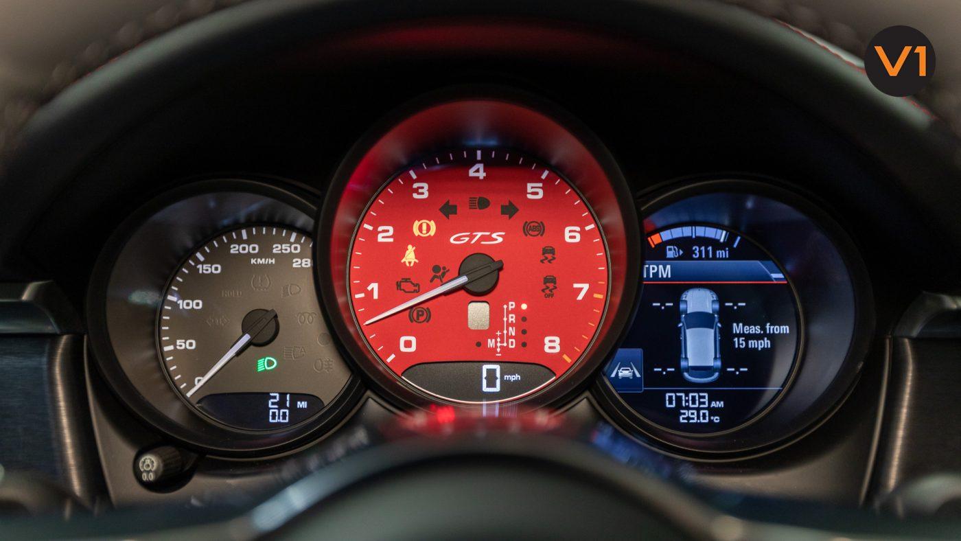 Porsche Macan GTS - Speedometer