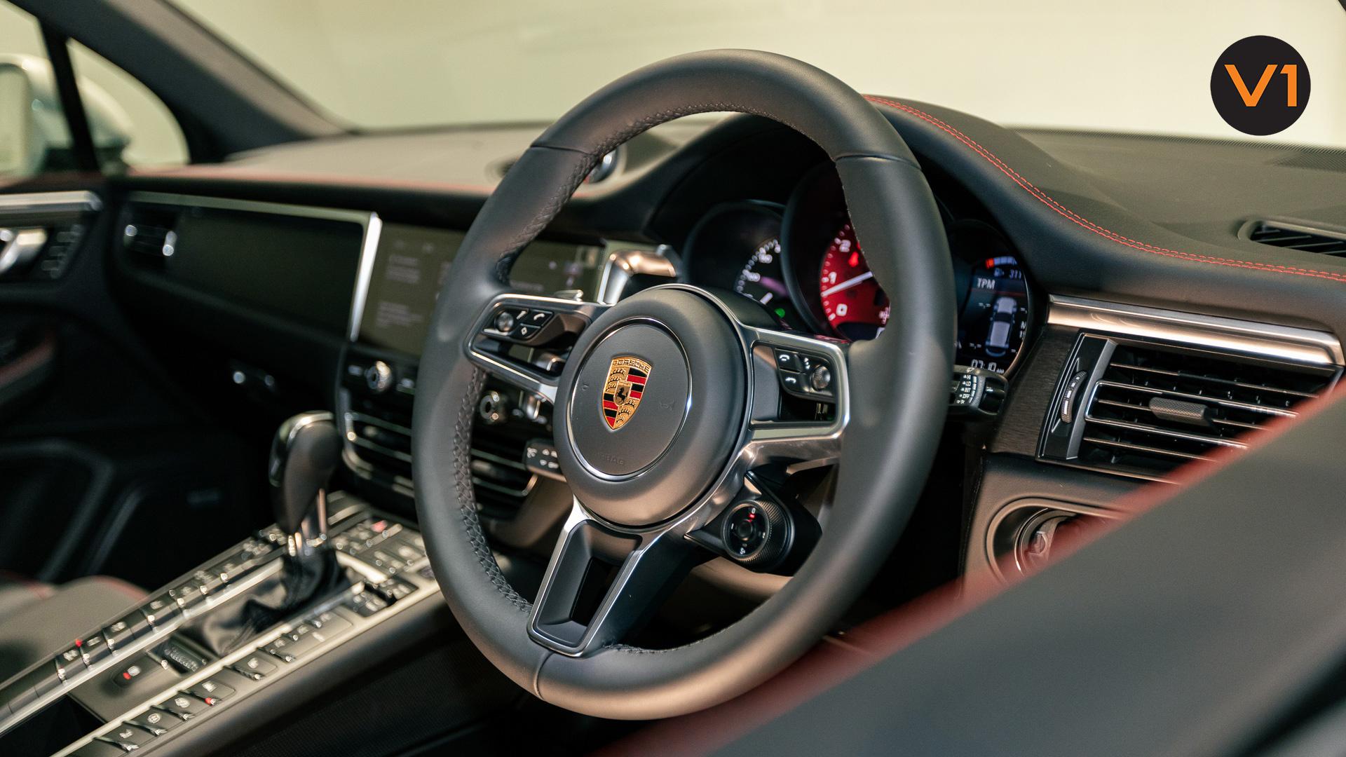Porsche Macan GTS - Steering Wheel