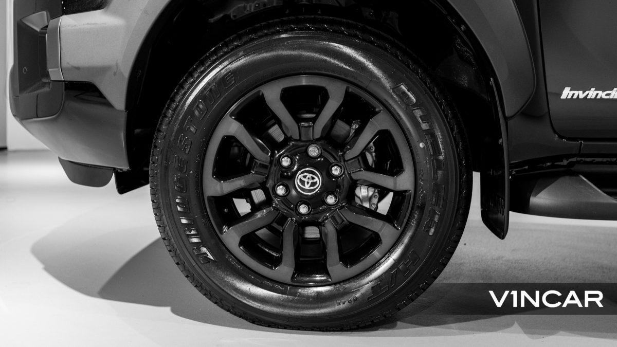 Toyota Hilux Double Cab Auto Invincible X (FL2021) - Wheels