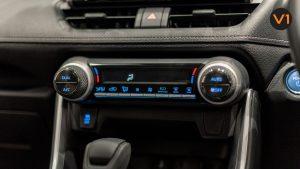 Toyota RAV4 2.5 GX Hybrid - AC Panel